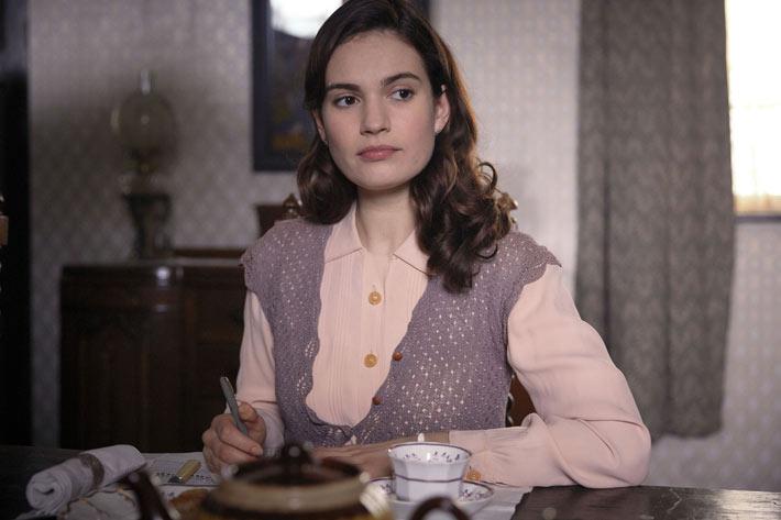 Lily James dans Le Cercle littéraire de Guernesey