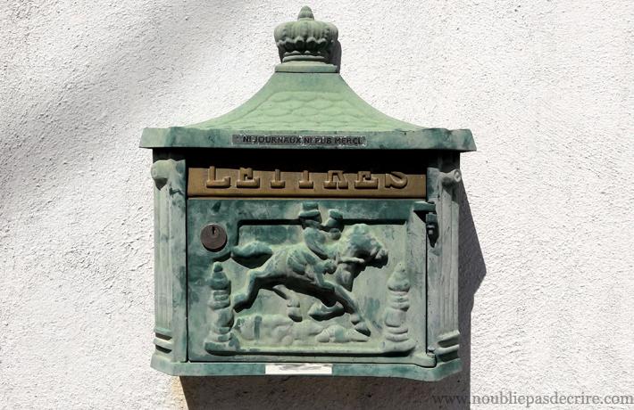 Une boite-à-lettres à Martigues