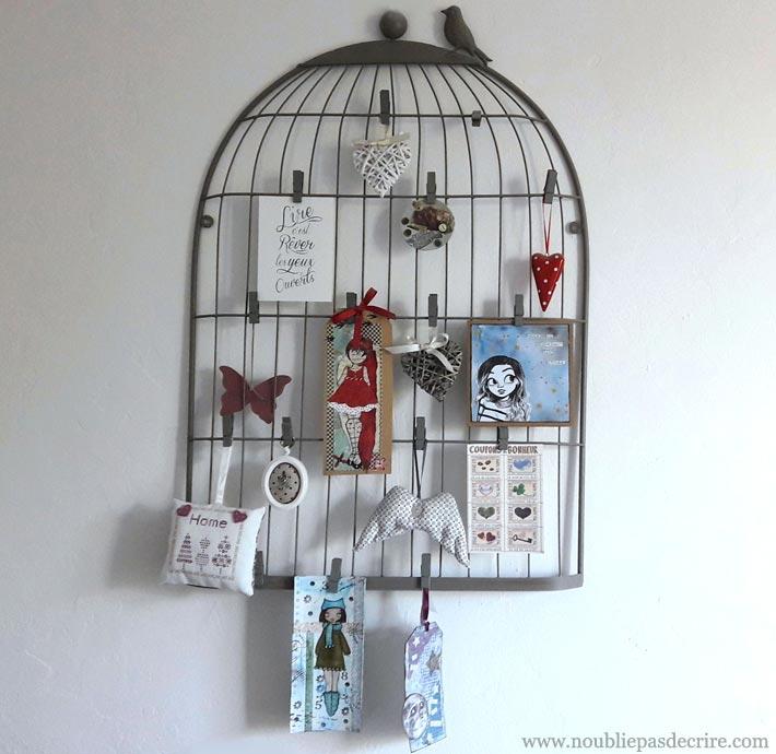 Un mood bord cage à oiseaux pour ses cartes postales