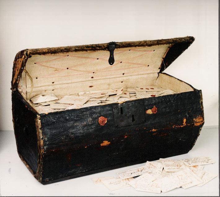 Une malle contenant 2600 lettres du 18ème siècle
