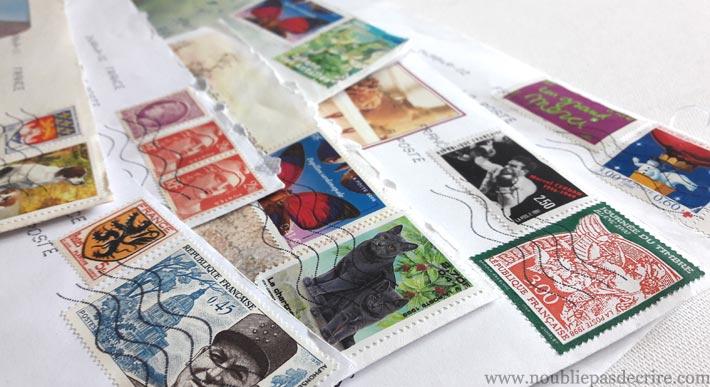 Les lettres envoyées avec des timbres en francs
